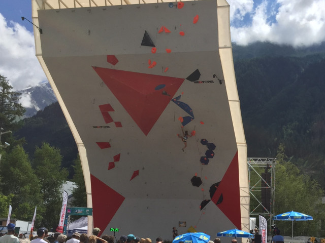 Brooke Raboutou making moves in Semis in Chamonix