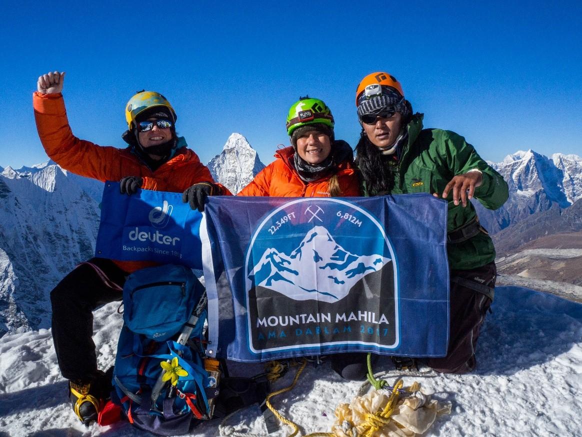 Tammy, Ida and Phurba on the summit of Imja Tse at 20,305 feet. (Photo credit: Ida Vincent)