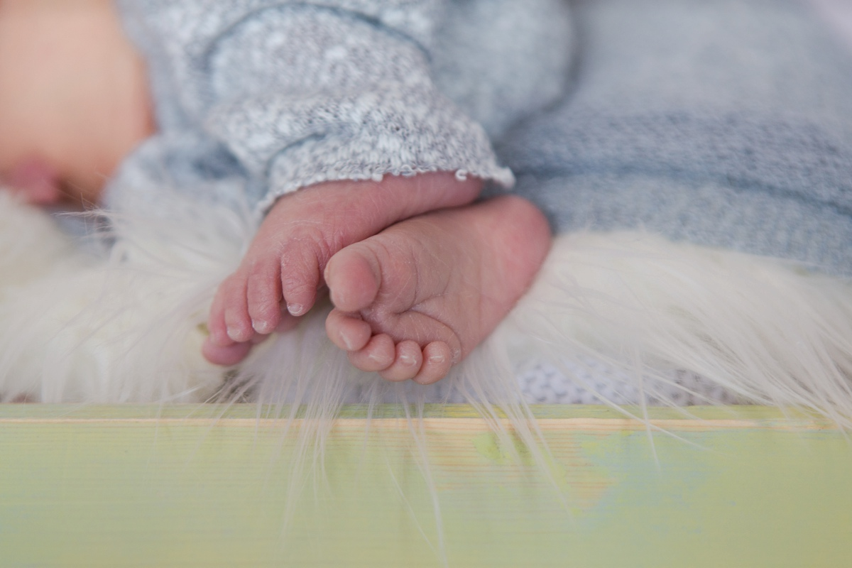 reno newborn photographer baby feet kristi gayton photography