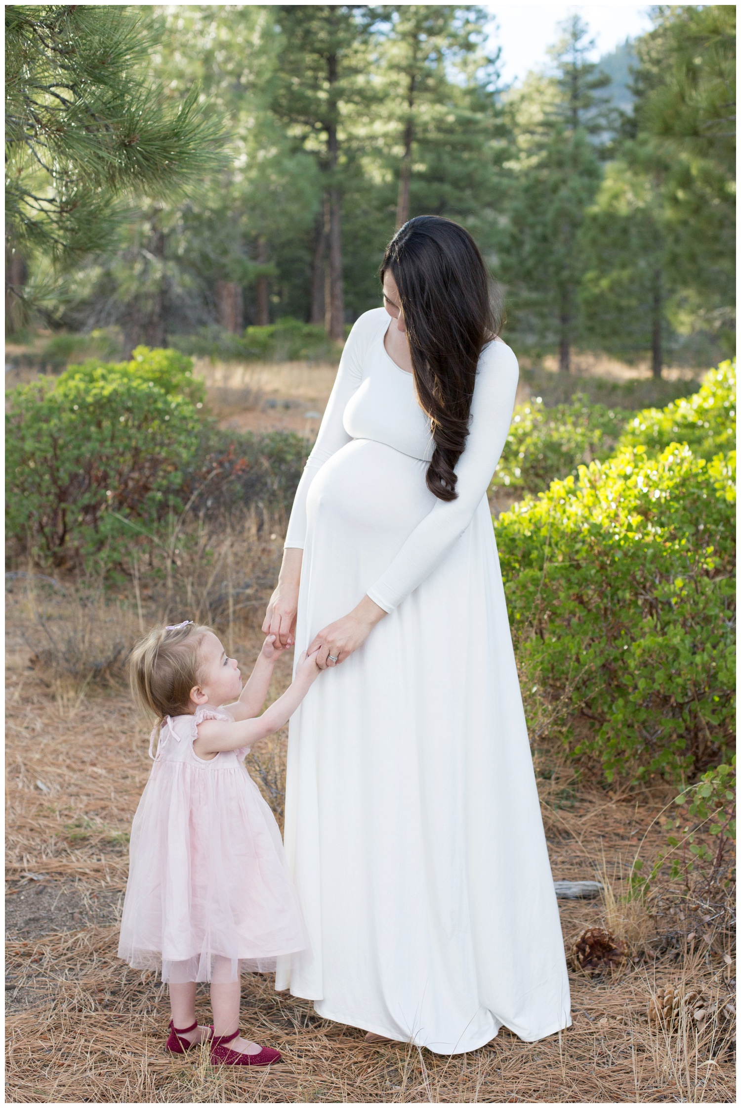 maternity photo mom with baby girl older sister