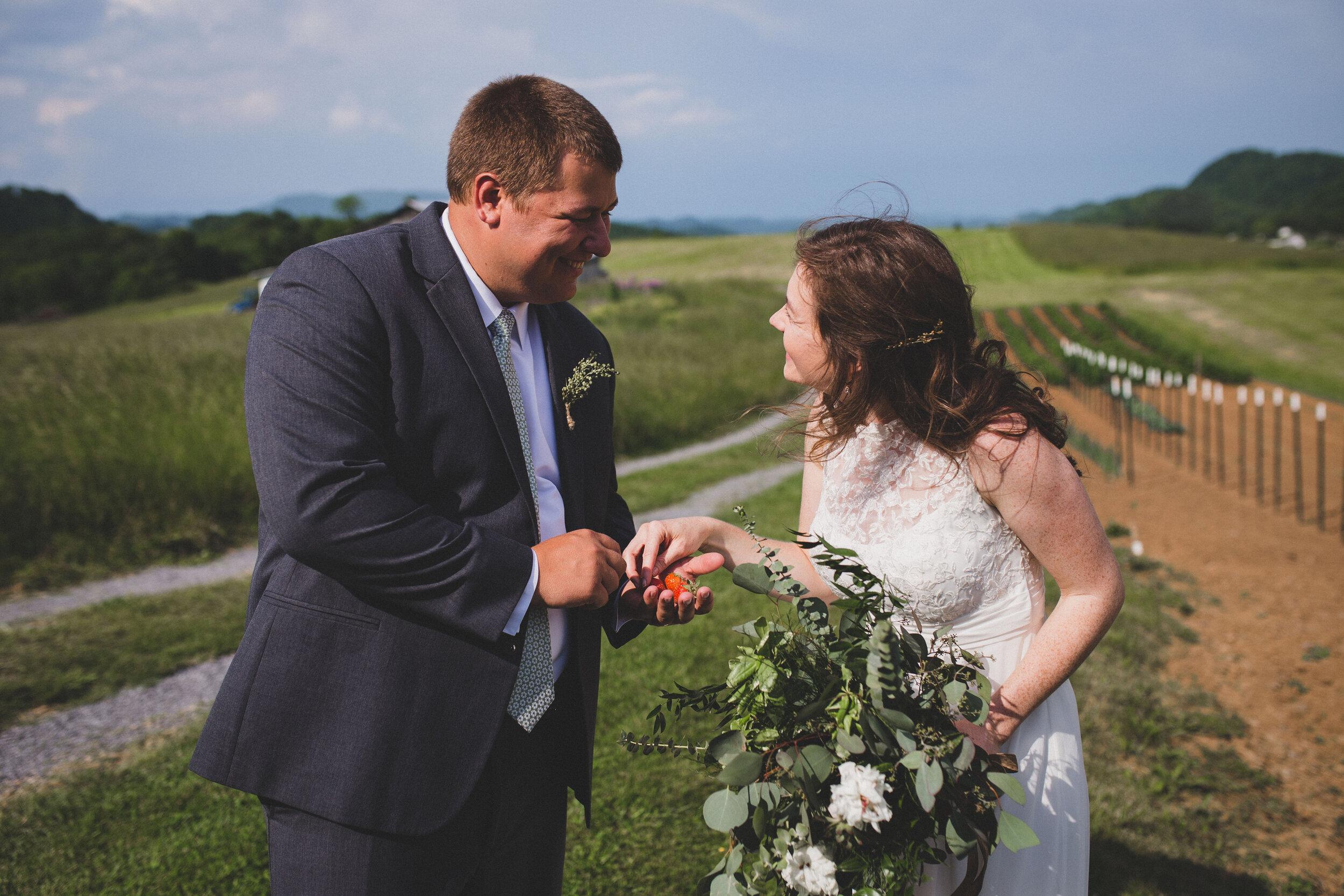 ERP_2017_Lindsey-Seth_southwest-virginia-farm-Wedding-photographer-458.jpg