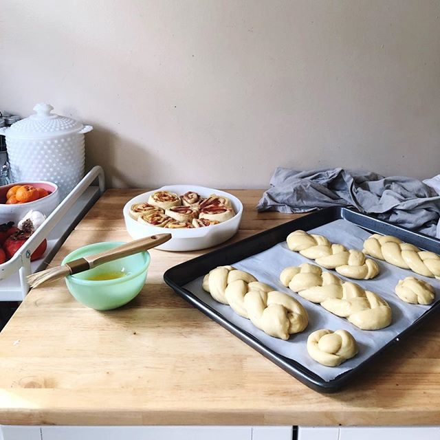 """Continuing the tradition of making challah in the new year. I split this year's batch into two for mini challah sandwich buns and strawberry jam + orange marmalade sweet rolls (Recipe via """"Molly on the Range.""""). Happy New Year, friends! #f52grams #2018 #thebakefeed #mollyontherange #breadmaking"""