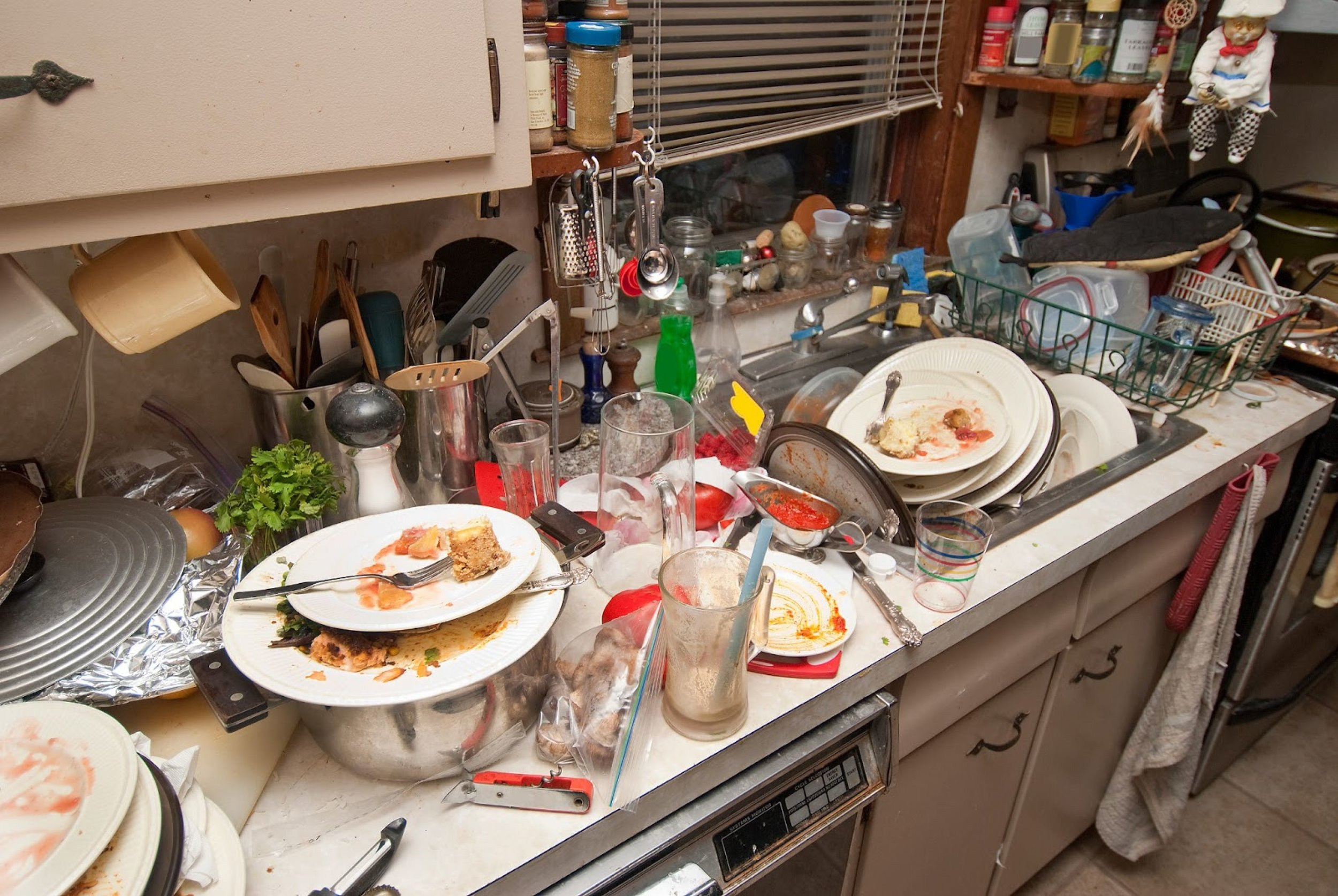 kitchen-dirty-internetunblock-us-bigstock-dishes-41021827-281-29-collector-care-s-blog-4-5-tips-on-keeping-your-1600x1071-0.jpg