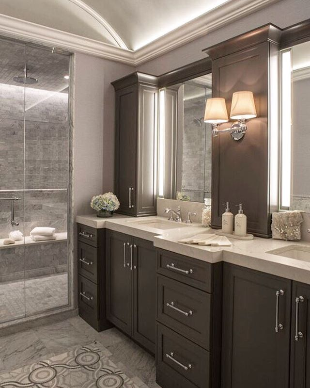 This transitional bathroom is fit for royalty. Design by hk+c. #hkplusc #bathroom #light #regal #tile #lifestyle