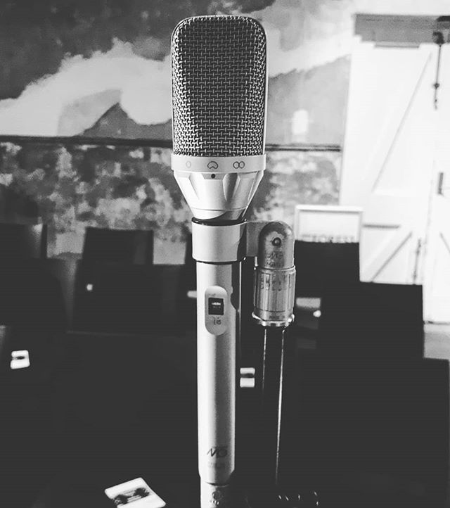 @microtech.gefell UMT 70 S. The high frequency bump on this thing makes strings sound pretty nice without a lot of hard work . . . . . . . #liverecording #condensermic