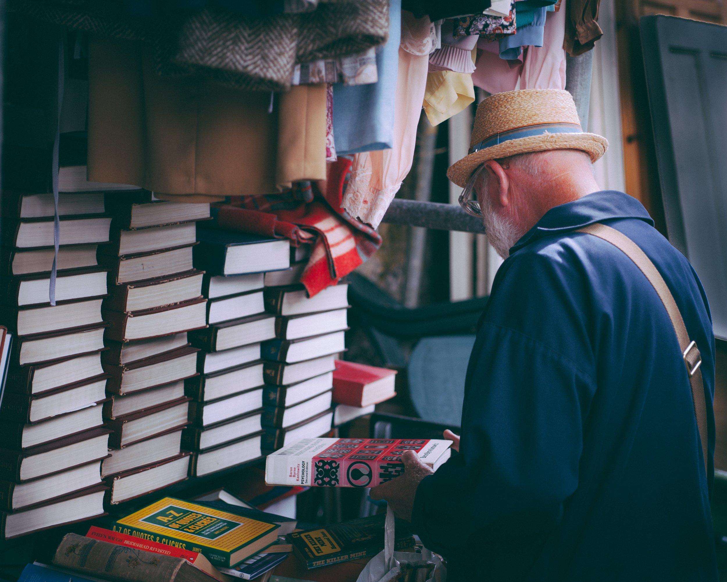 5 Ways to Make Money in College - books