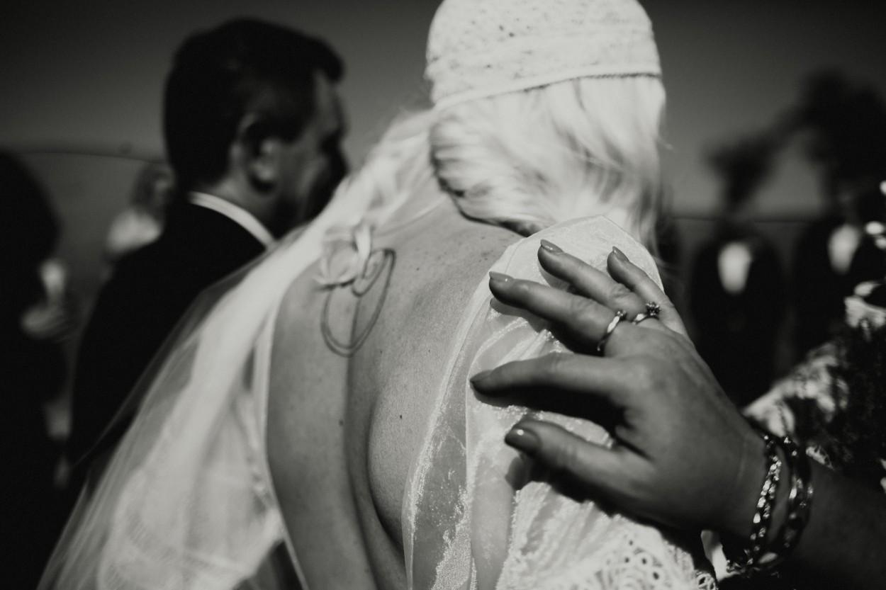 I-Got-You-Babe-Weddings-Farm-Wedding-Emma-Tim100.jpg