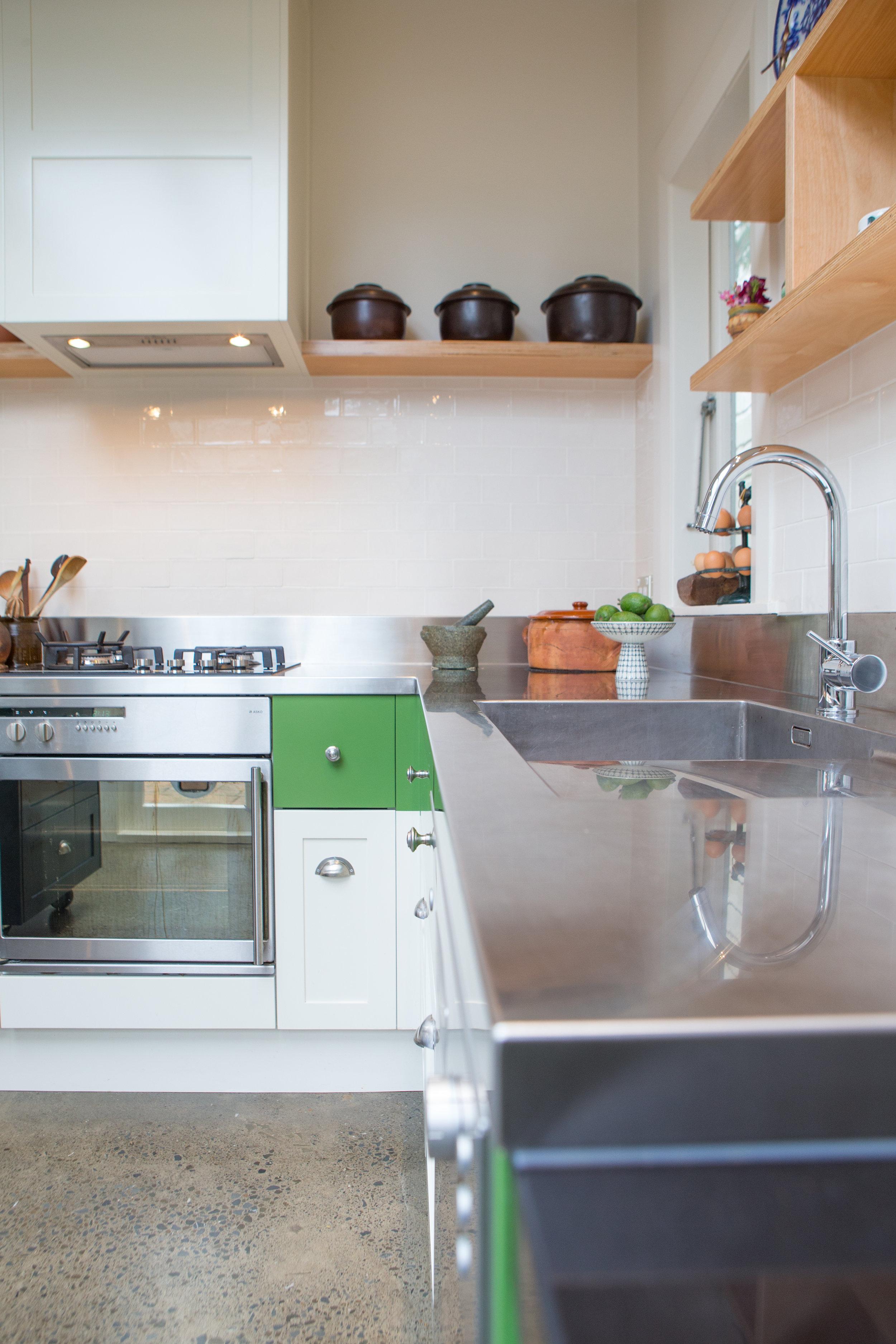 In Haus Design Green Kitchen 05.jpg