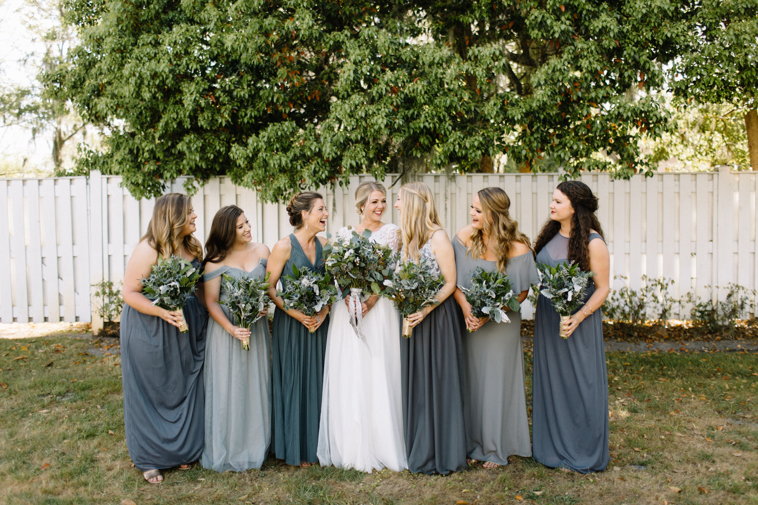 CREATING A WEDDING BOUQUET (via: JacinthaPayne.com)