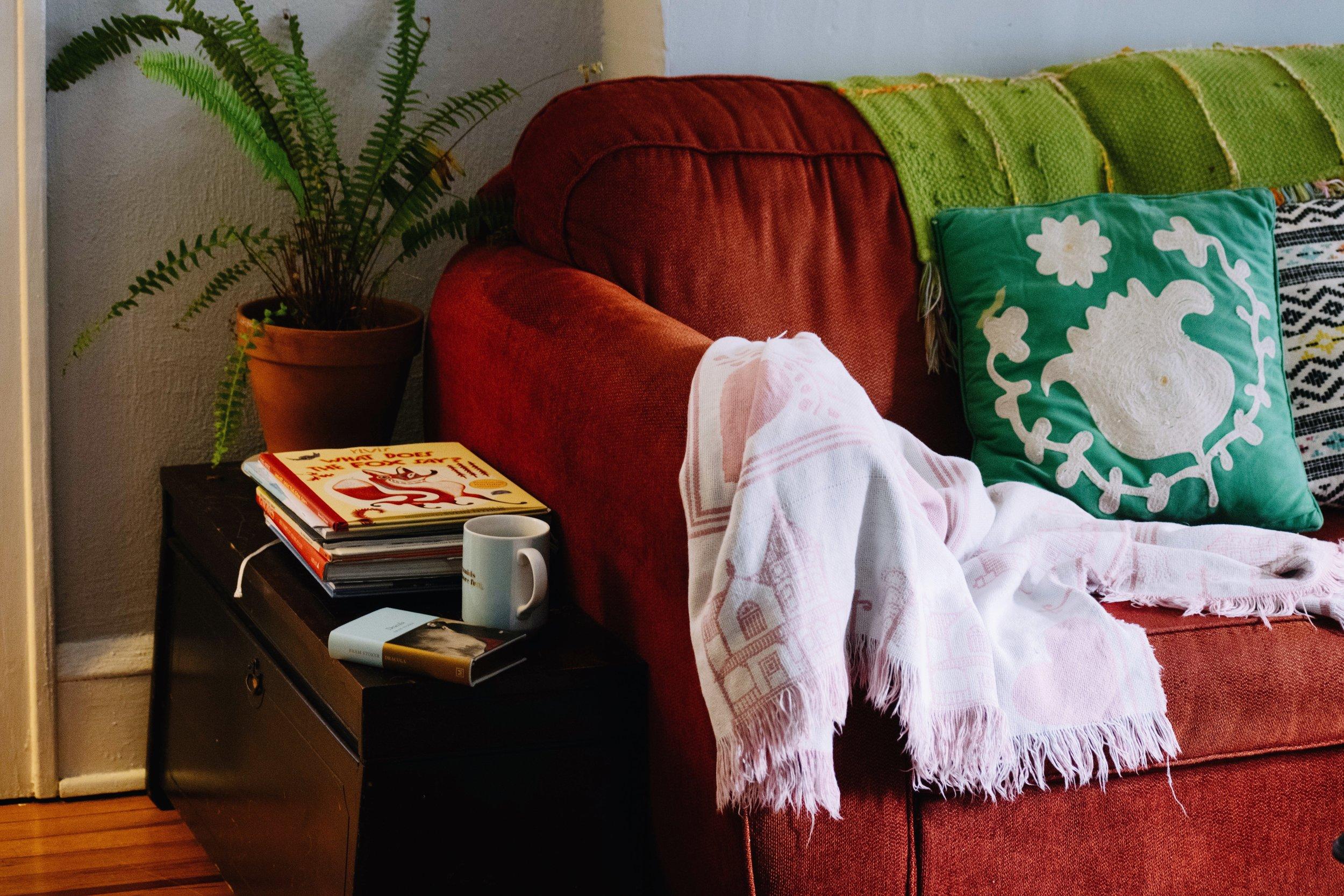LIVING ROOM (BEFORE & AFTER) (Via: JacinthaPayne.com)