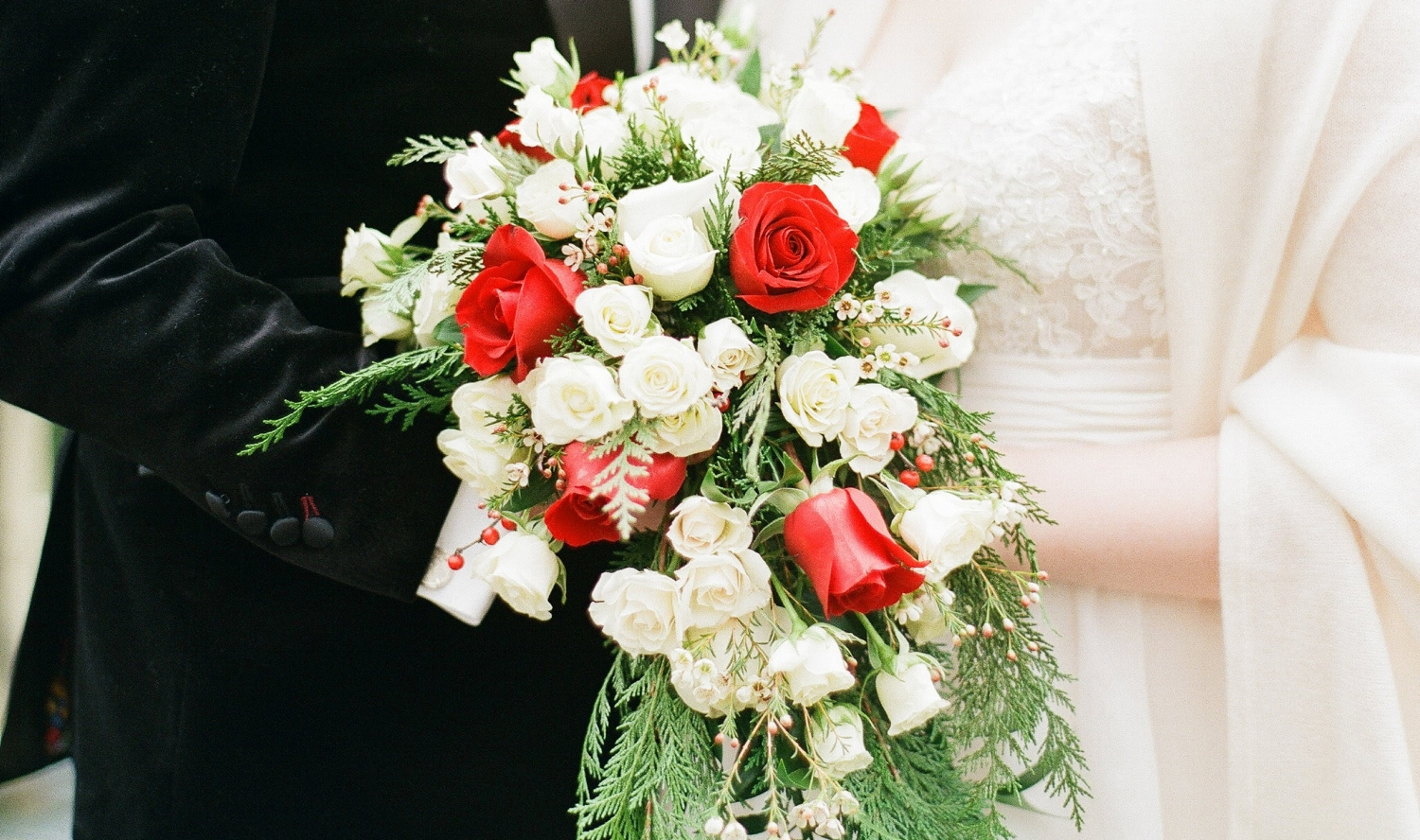 Flowers by  The Flower Cupboard  | Photography by Michael & Carina