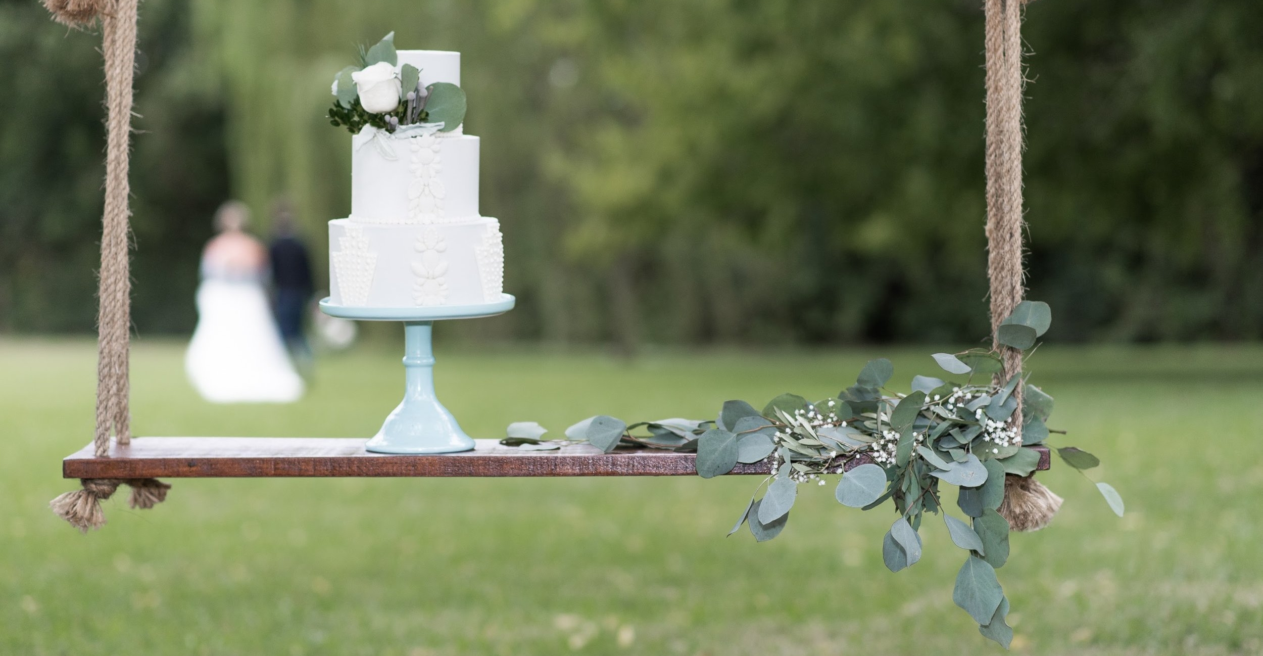 Flowers by  I Do Weddings with Love  | Cake by  Kadi Bakes  | Photography by  Lindsay Lyons Photography
