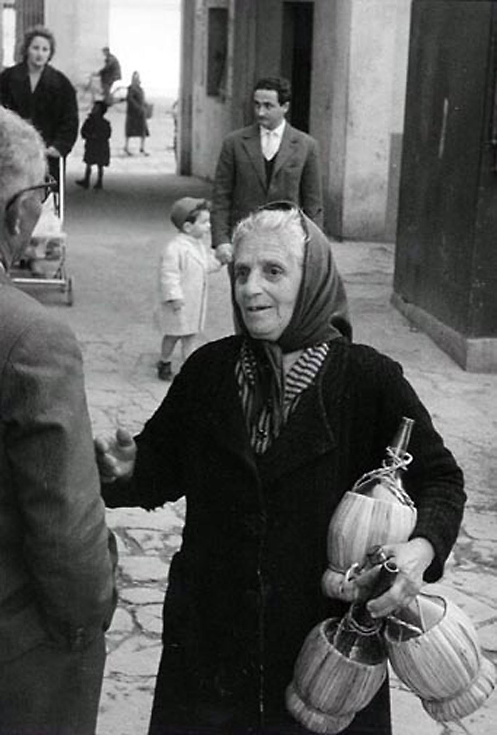 HANNON_woman_with_wine_bottles_(italy)_1958_11x14_high.jpg