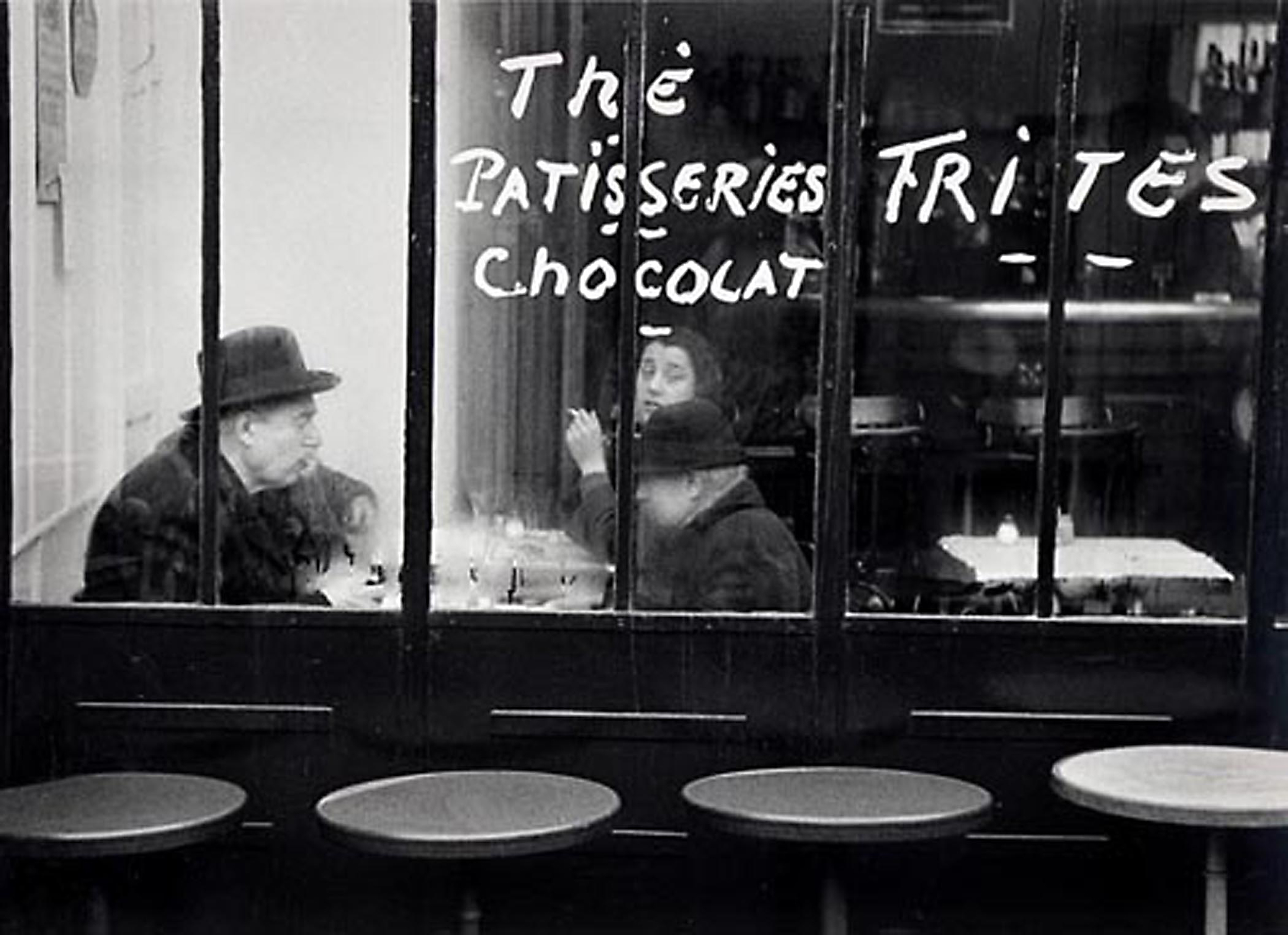 HANNON_tables_outside_restaurant_(paris)_1955_11x14_high.jpg