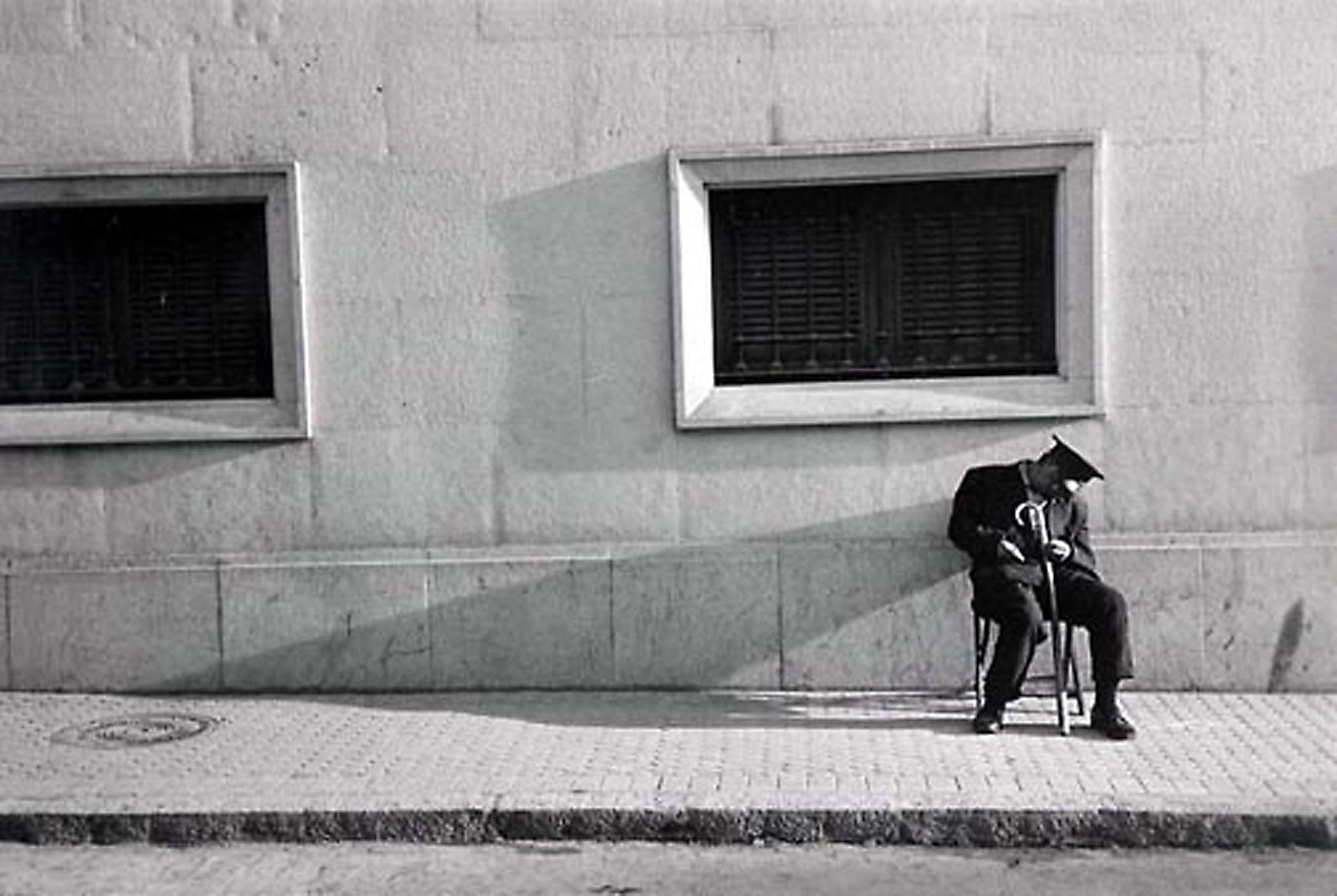 HANNON_sleeping_watchman_seville_(spain)_1956_11x14.jpg