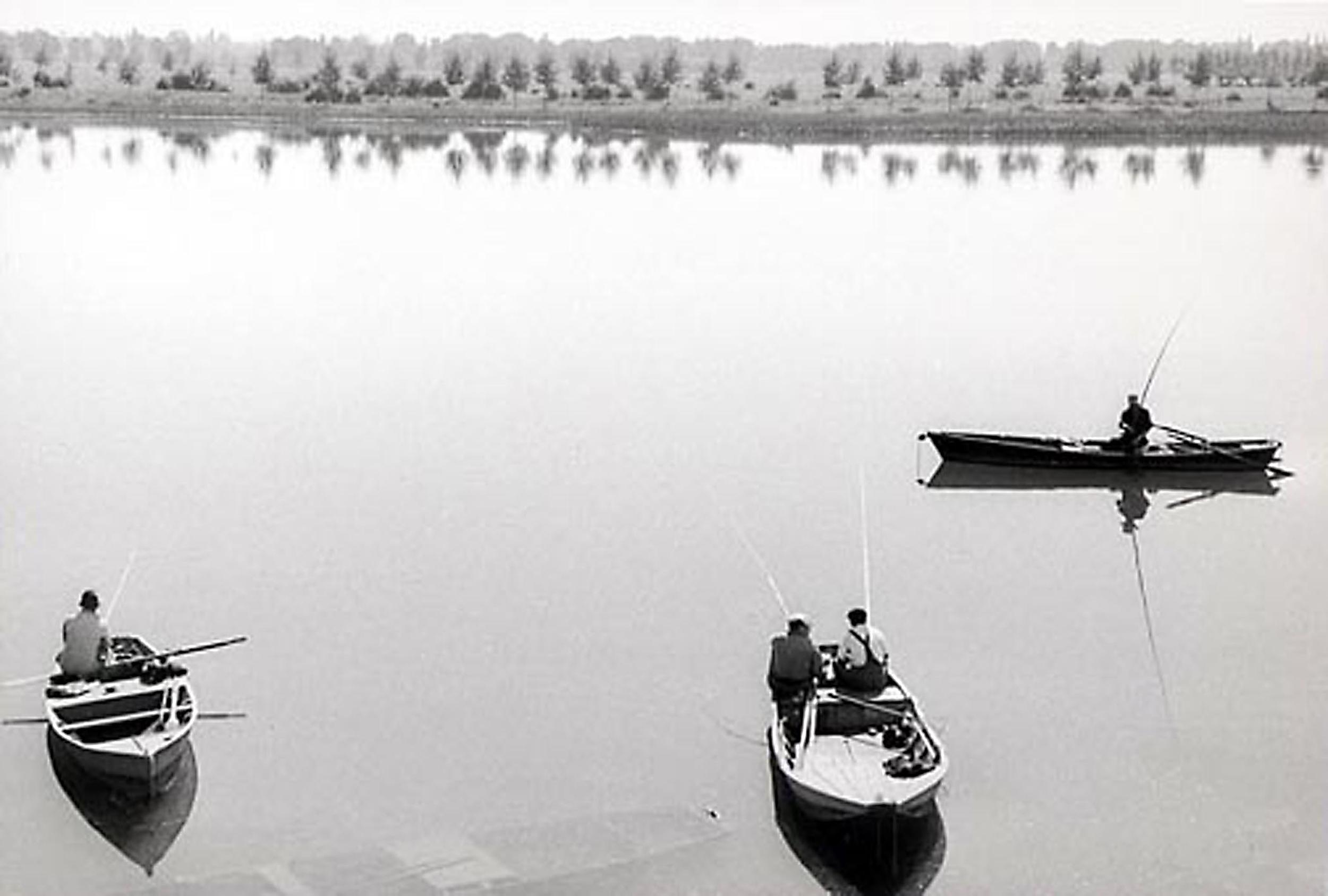 HANNON_fishing_near_lyon_(france)_1956_p11x14_high.jpg
