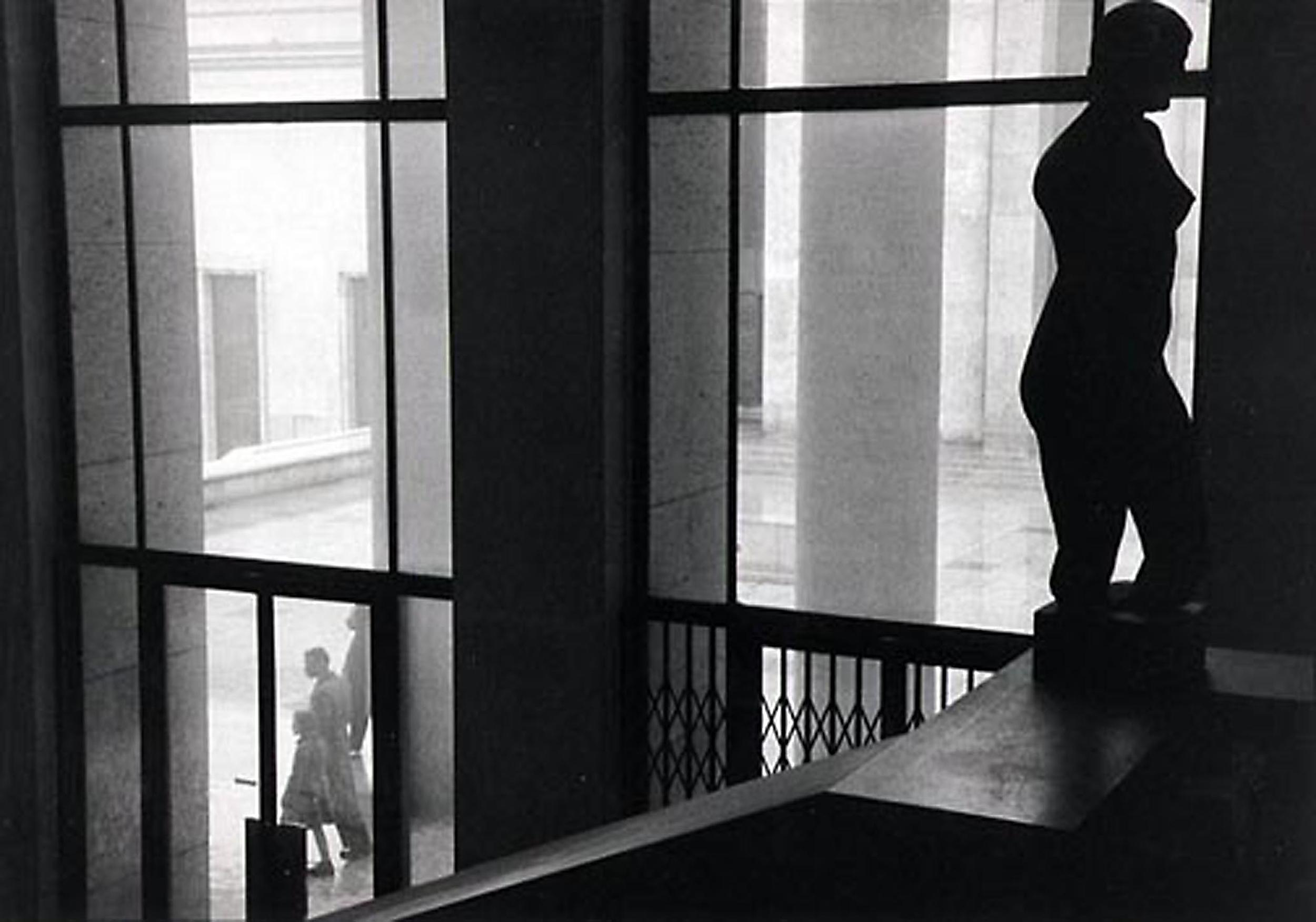 HANNON_courtyard_of_louvre_(paris)_1956_p11x14_high.jpg
