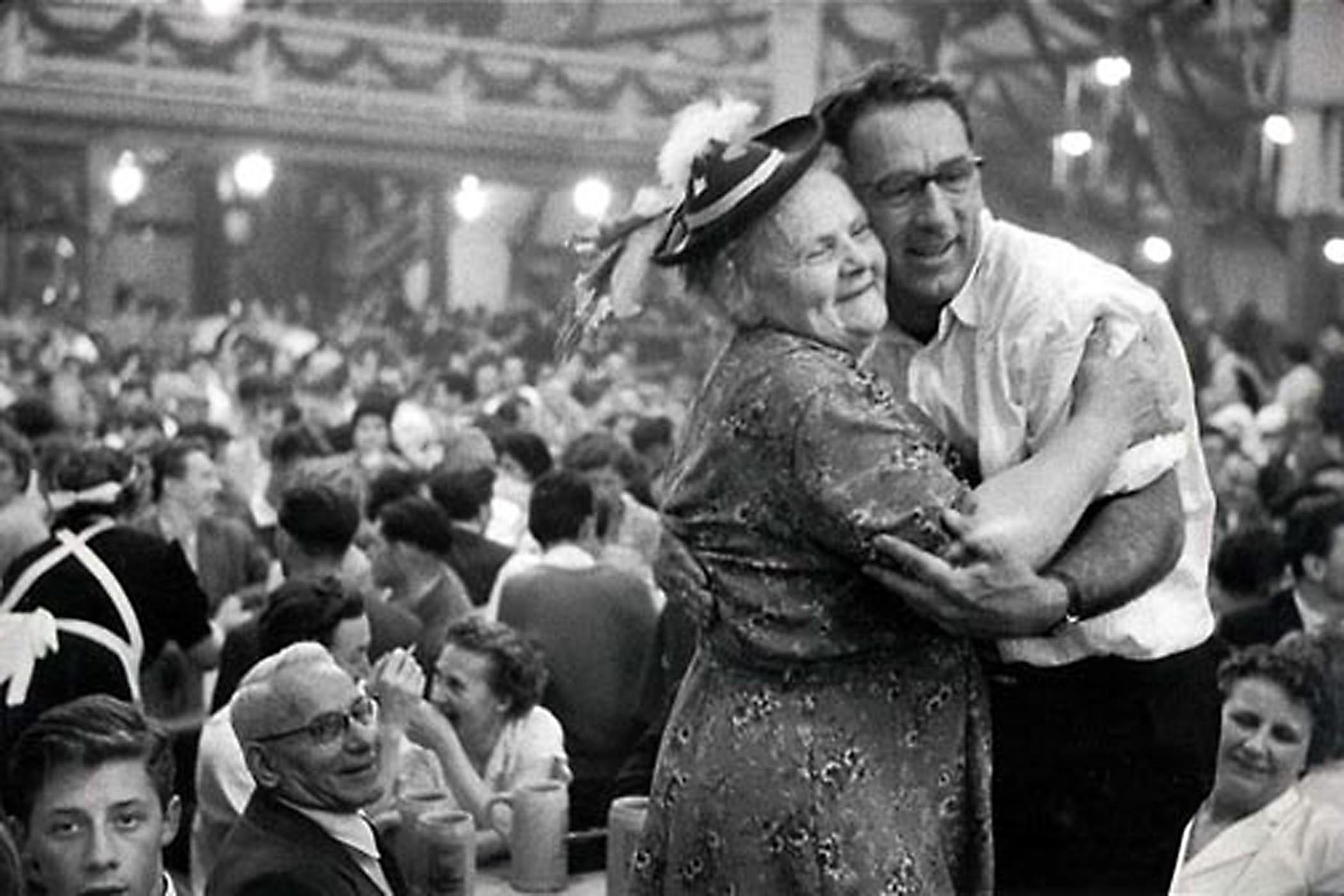 HANNON_hugging_at_octoberfest_(munich)_1957_p11x14_high.jpg