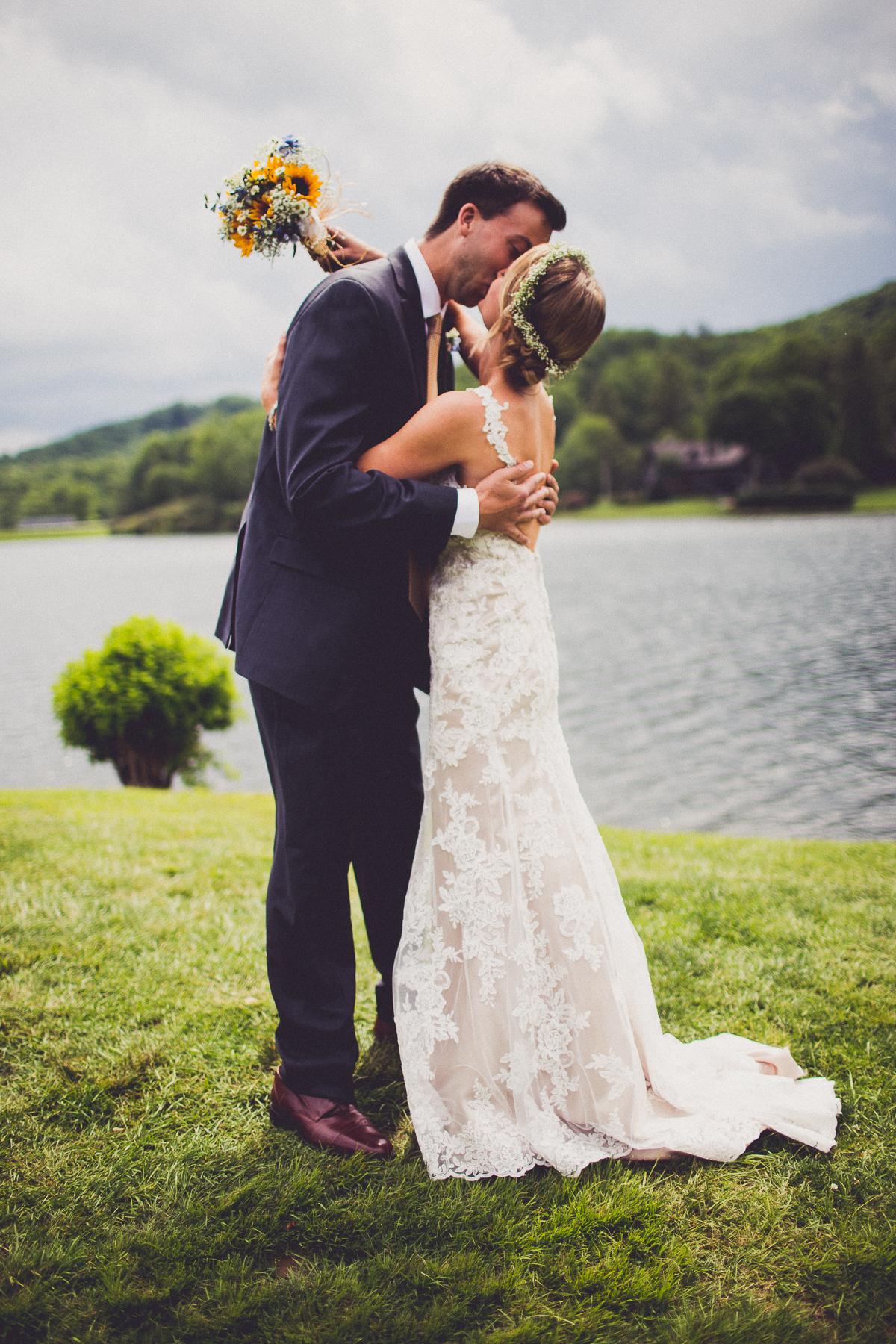 taylor-travis-grandfather-mountain-kelley-raye-north-carolina-wedding-photographer-36.jpg