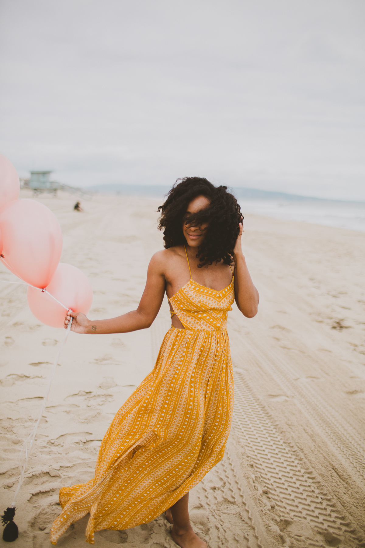 manhattan-beach-yellow-maxi-birthday-shoot-kelley-raye-los-angeles-atlanta-branding-photographer-7.jpg