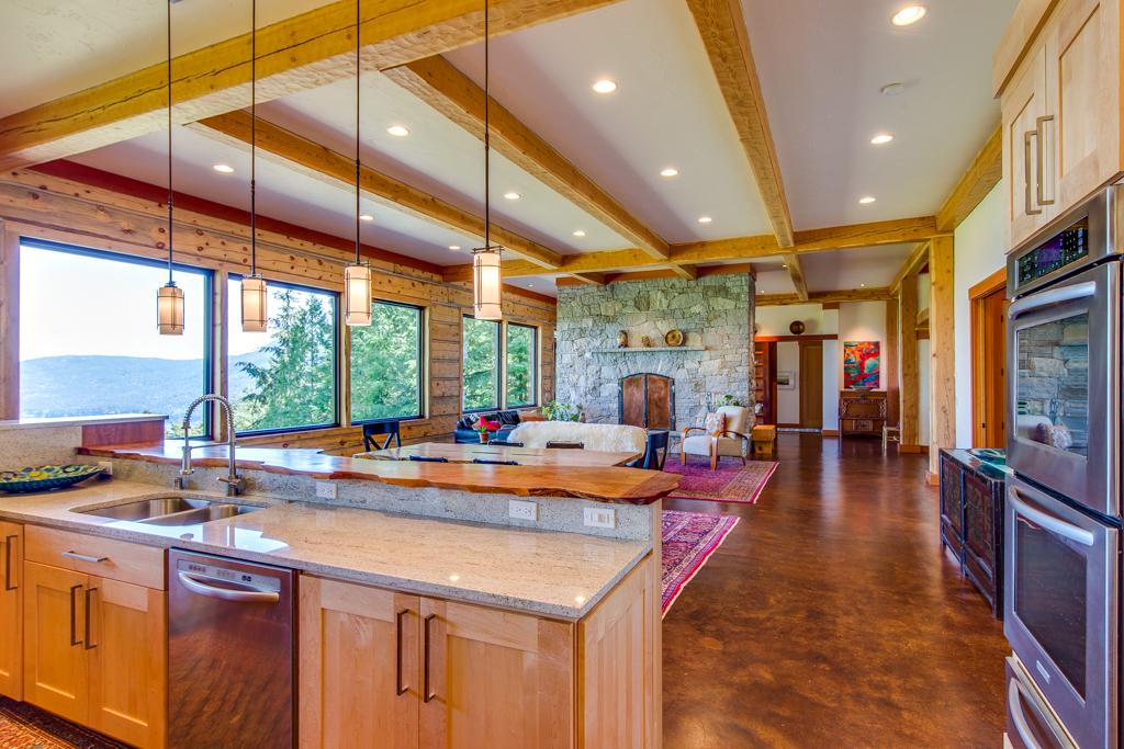 Kitchen (bright).jpg