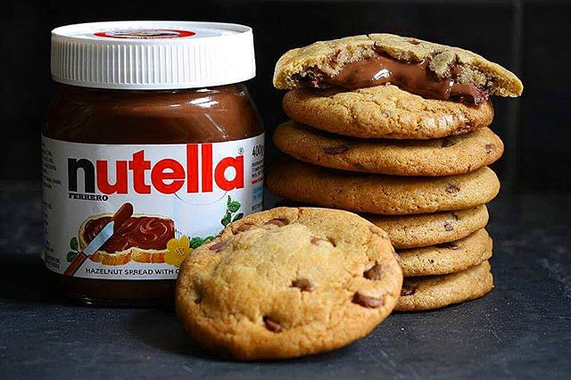 Nutella Stuffed Chocolate Chip Cookies 🍪 #nutella #cookies