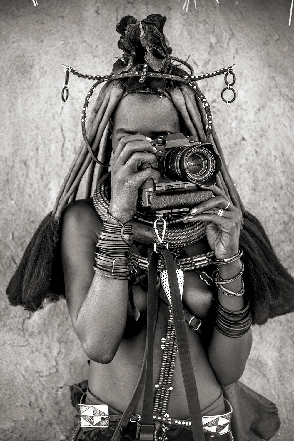 ig •••BW ••C Young Himba woman with My Camera 2_DSF0758-2.jpg