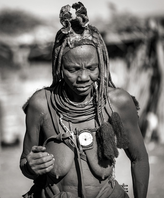ig ••BW  Himba Woman_DSF0704.jpg