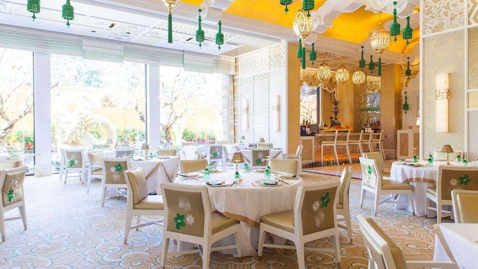 Wing_Lei_Restaurant_custom Ormolu Sconces_photo by VegasEater.com.jpg