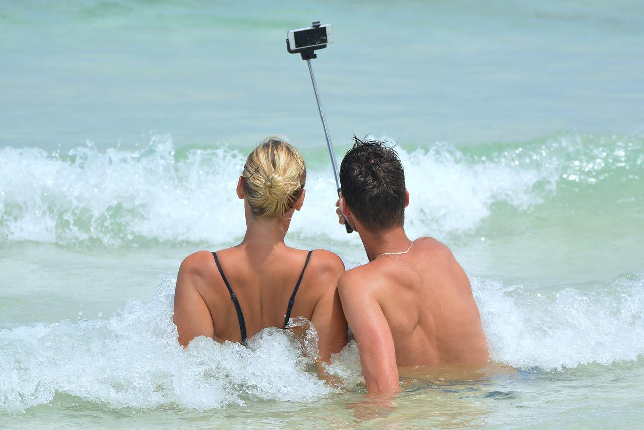 selfie-900001_1280.jpg