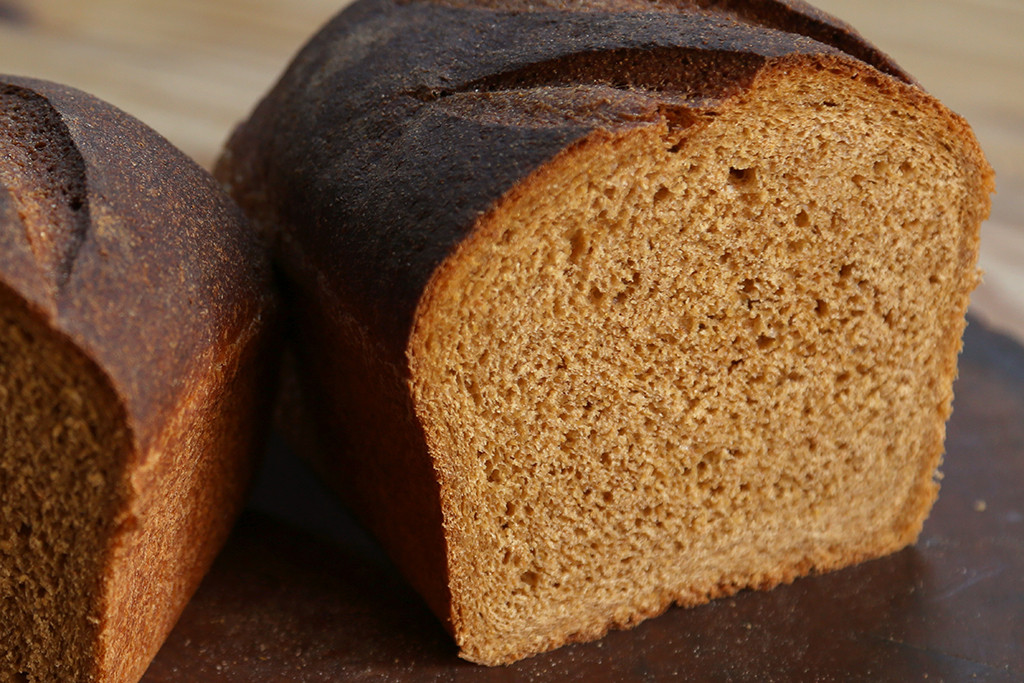 Anadama  A popular turn of the century New England style loaf, introduced by Finnish fisherman in the 1800s. Featuring flour, whole wheat flour, molasses, cornmeal, butter, water, yeast, and salt. The loaf is perfect for toast.