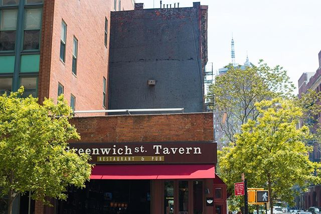 Greenwich Street Tavern, traditional American pub serving up home-style meals in the heart of Tribeca. . . . #krny #newyork  #nyc @newyork_instagram @instanyc @instagramnyc #newyork_instagram #instanyc #instagramnyc #what_i_saw_in_nyc #food #pub #architecture