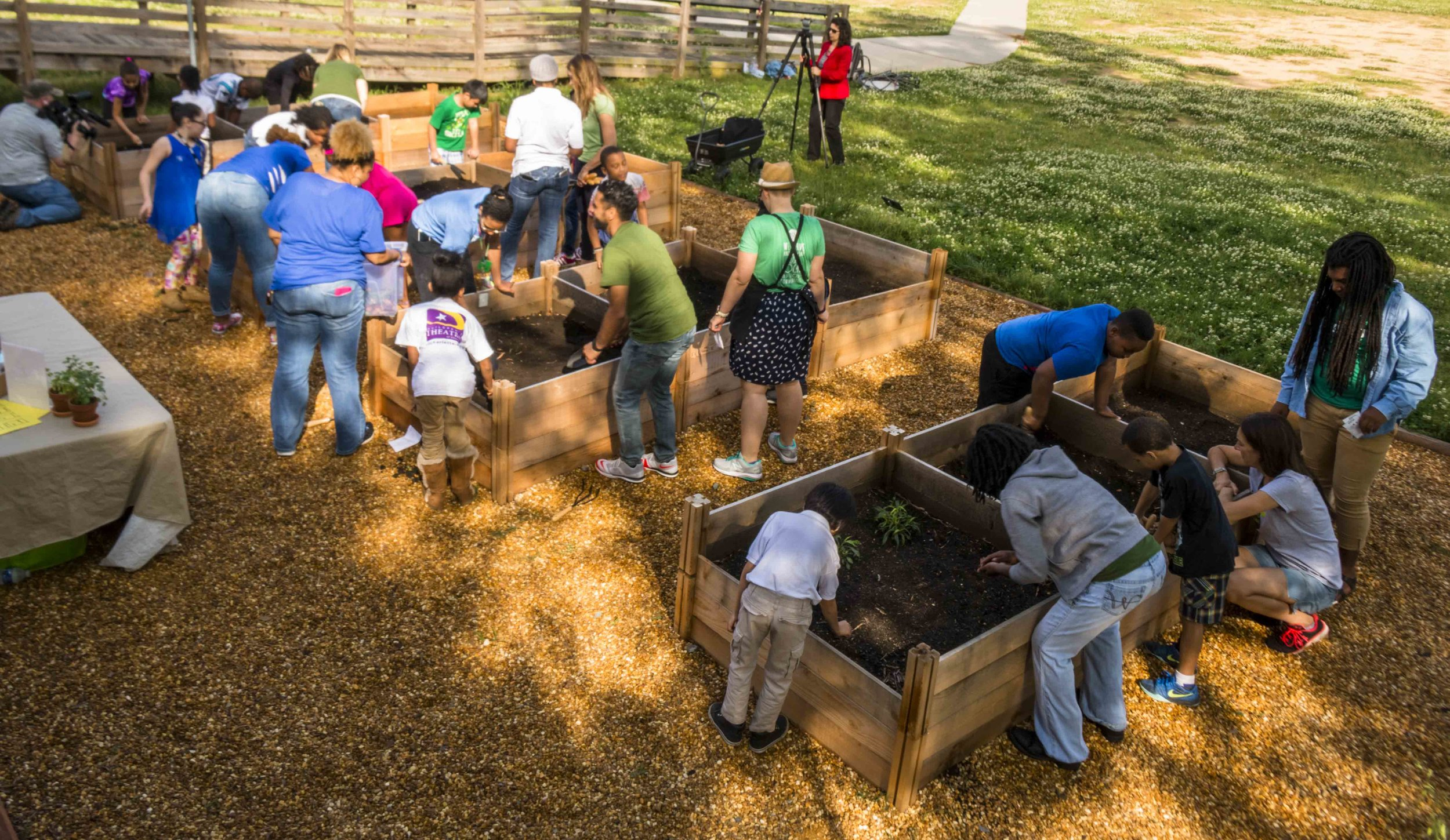 Pop Up Produce - Bruns Planting with PBS (10 of 31).jpg