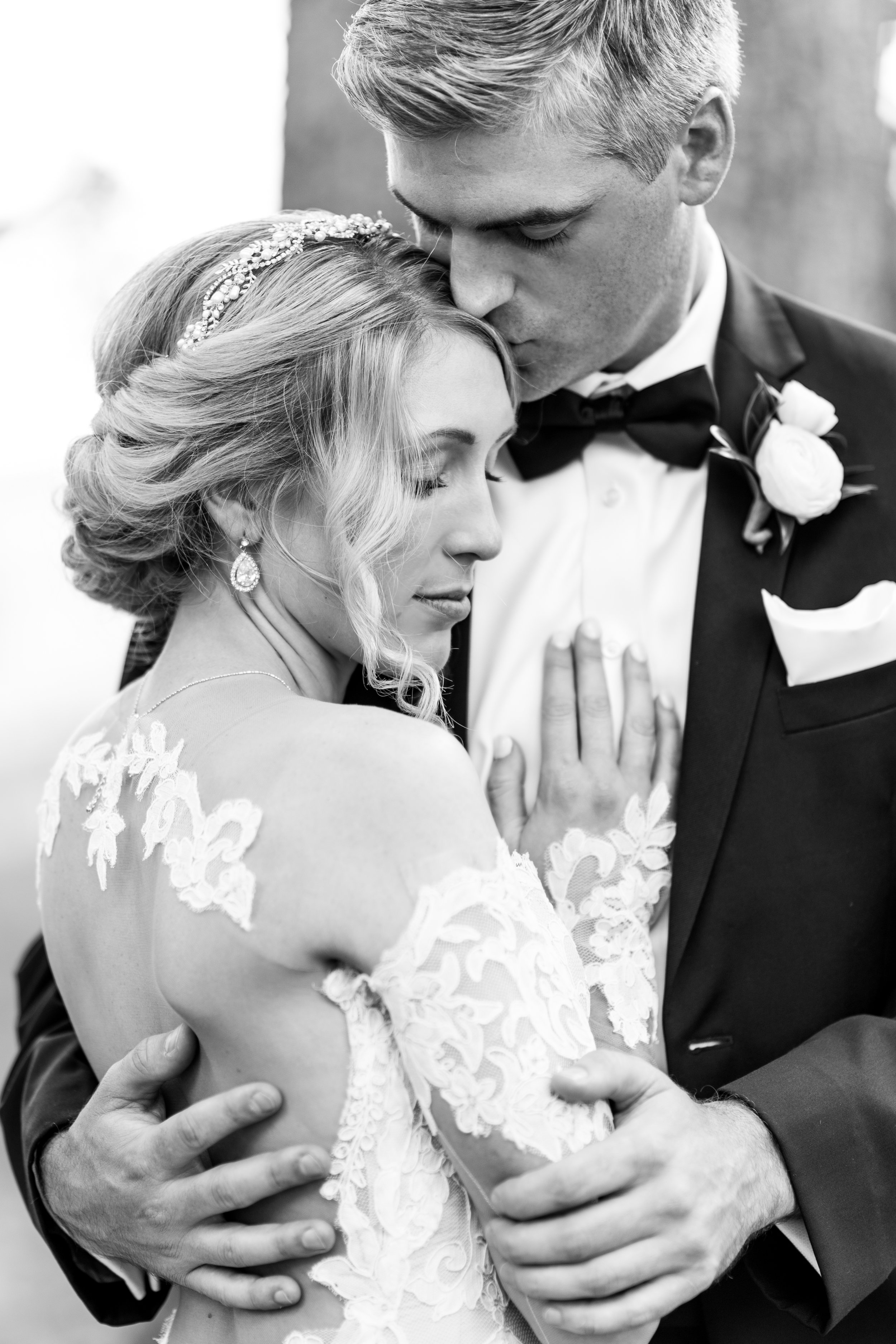 3-chris-lindsay-trump-winery-charlottesville-virginia-wedding-photographer-24.jpg