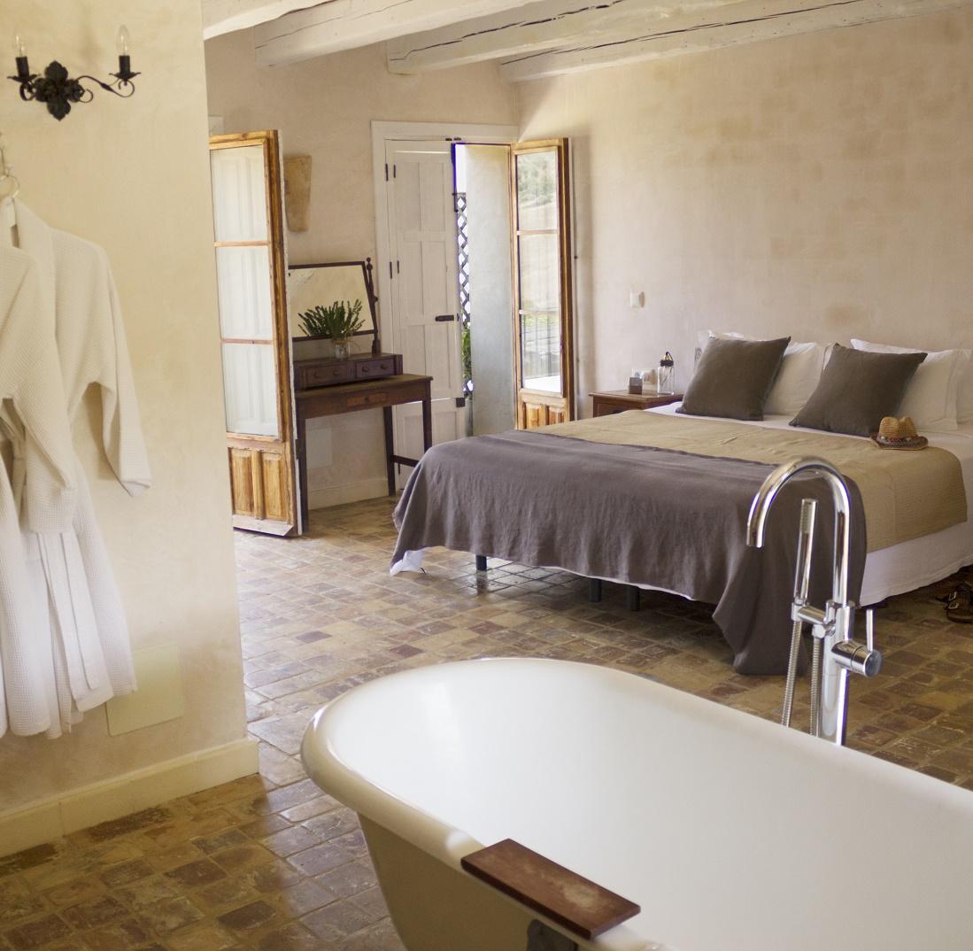 Suite3-courtyard-facing-insta.jpg