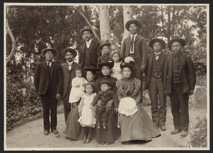 Japanese family in Los Angeles, c. 1915  via