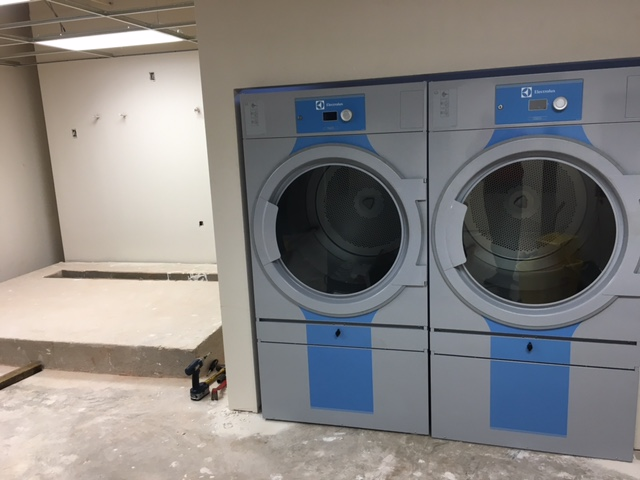 Nice tight enclosure for the T5675 dryers.  You can also see a well done pad with trough drain on the left.