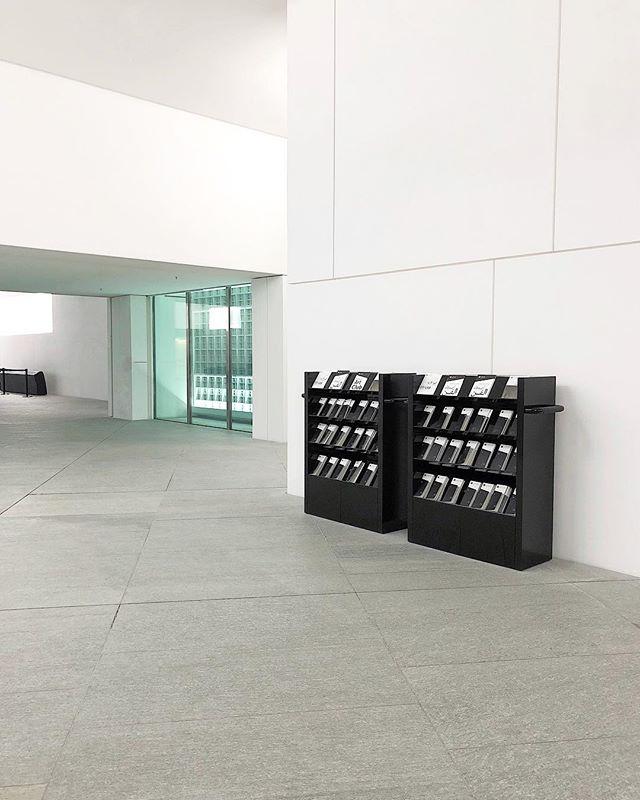 Minty Fresh . . . . #urban #urbanexploration #uae #abudhabi #dubai #travel #iphoneography #iphonex #museum #louvre #mindtheminimal #minimalism #rsa_minimal #magazine #mint #lookingup #library