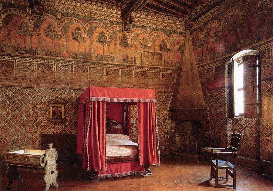 Davanzati bedroom.jpg