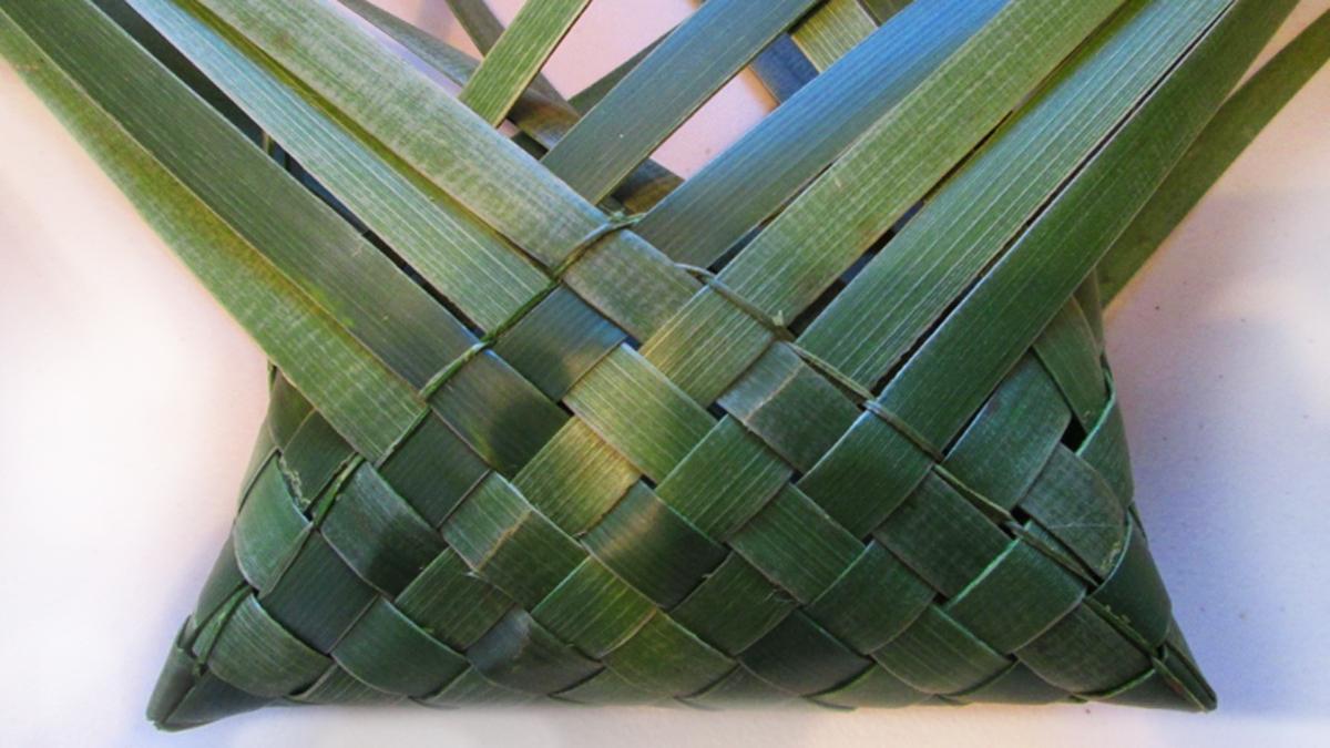 kete-maori weaving workshop rotorua.jpg