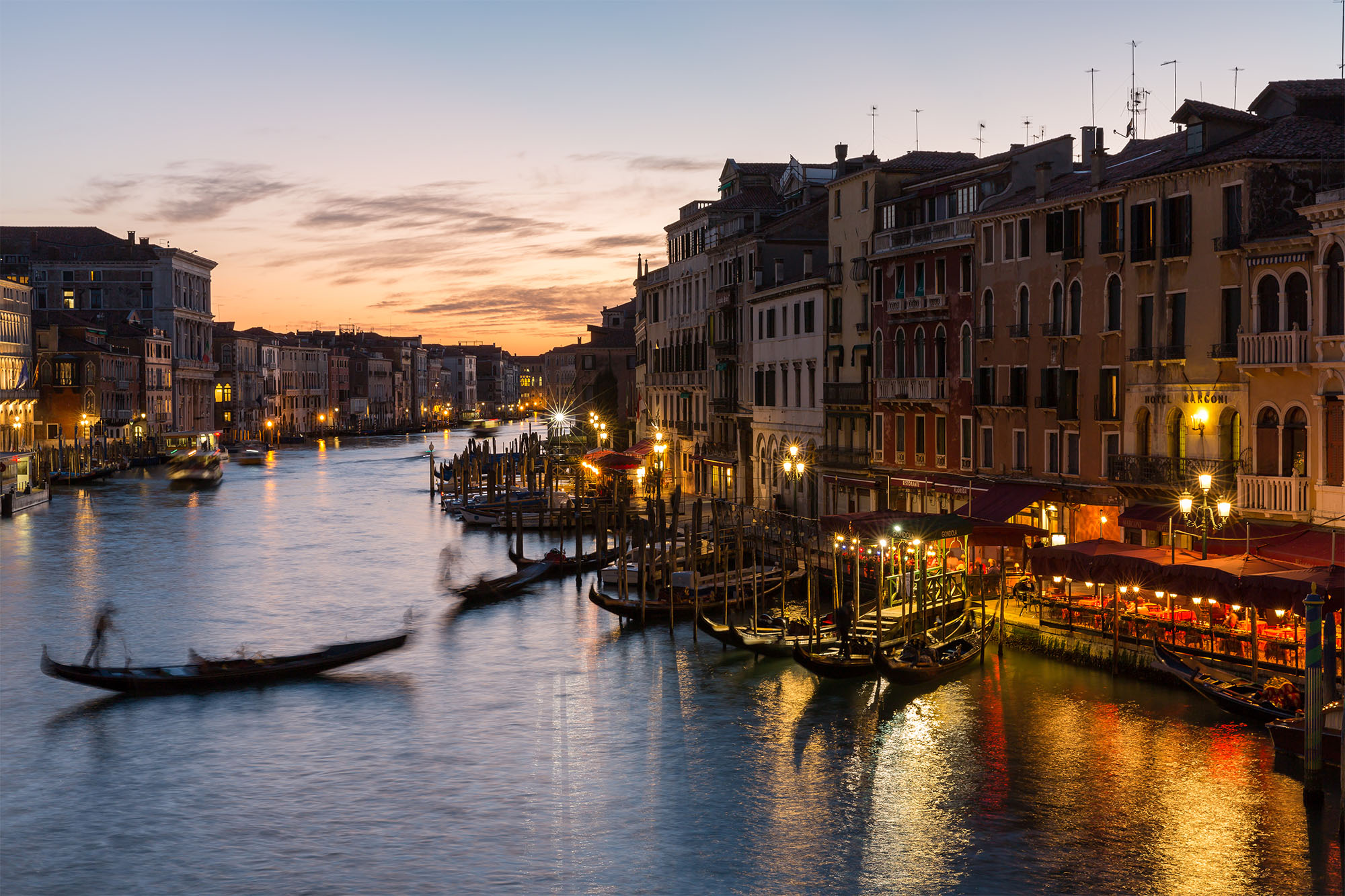 View From Rialto - Gondola-0720.jpg