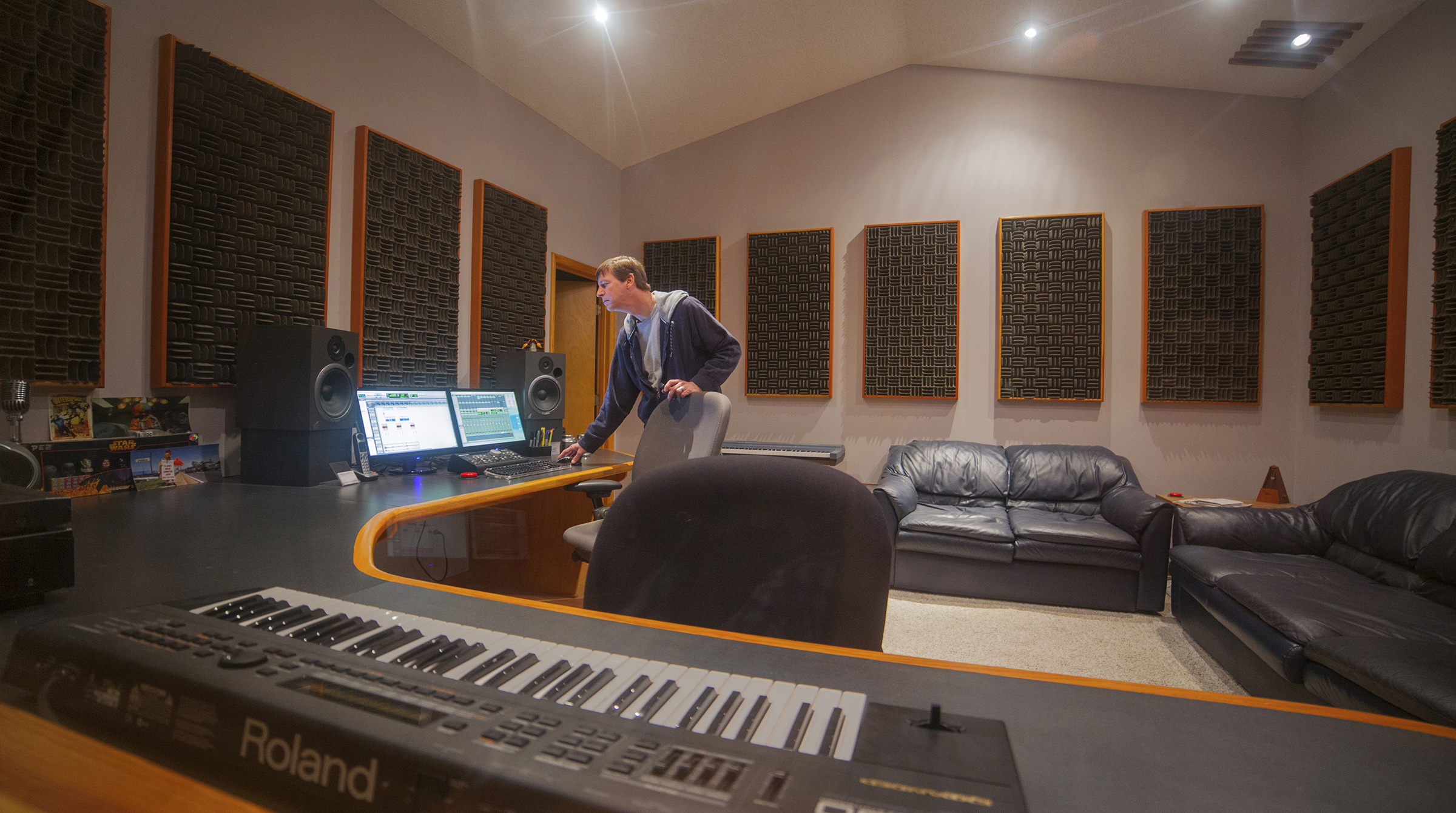 Where else can you find Pro Tools HD, an isolated listening environment, world-class audio engineering talent and comfy leather sofas at basement studio rates? Whether you're creating radio spots, tracking an original score, recording Foleys or mixing to picture, there's nowhere better than WaveGuide Studios.