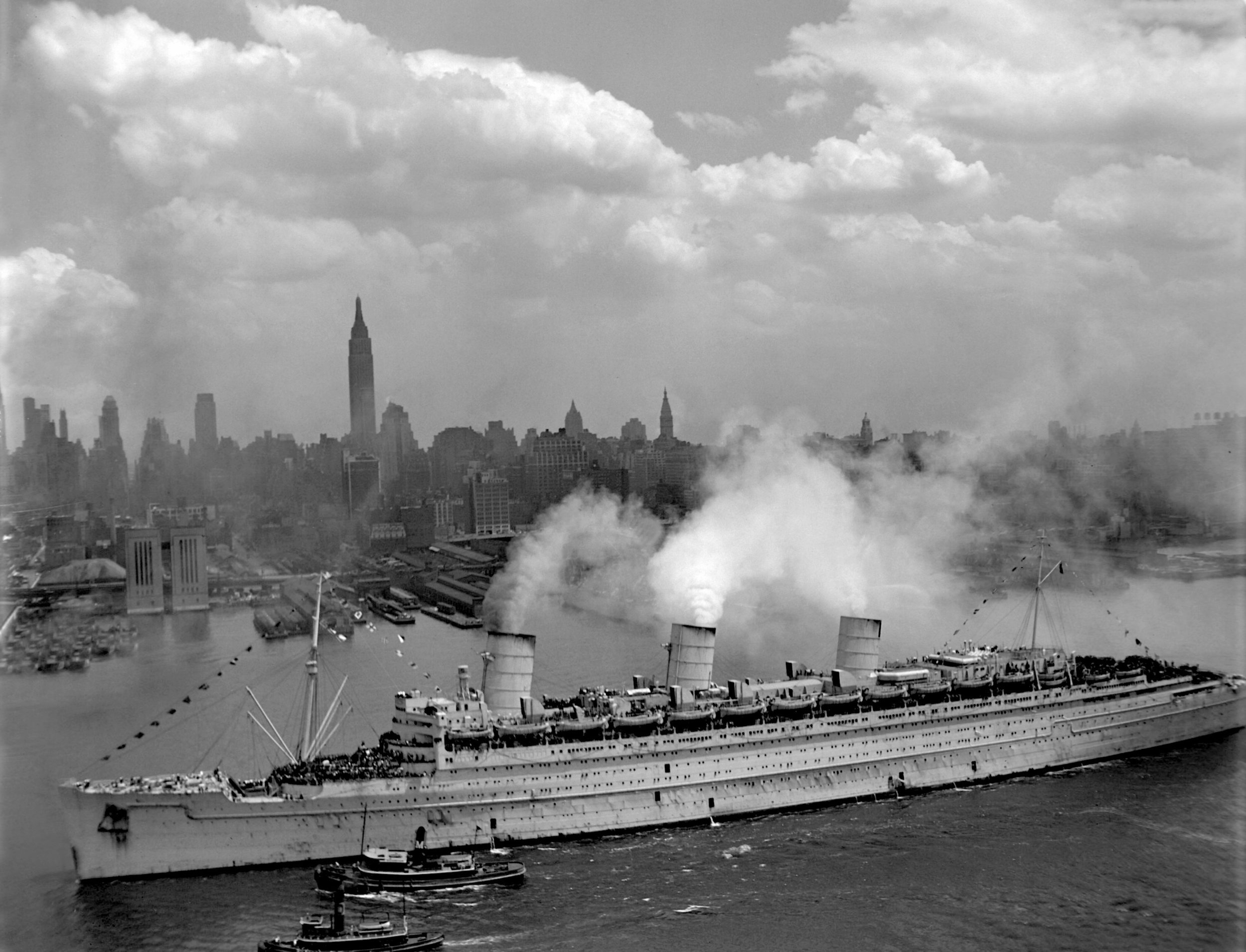 Queen Mary WWII.jpg