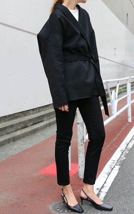 black outfit simple.jpg
