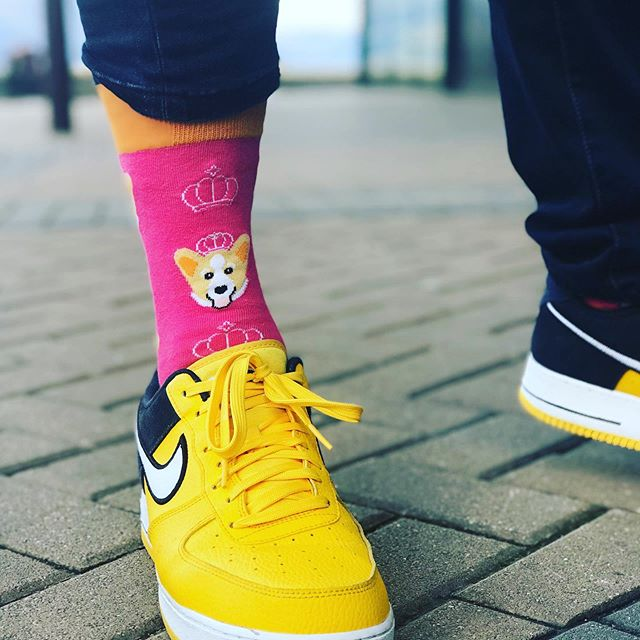 Feeling the cold in Queenstown.  @coco_imports  #sockcess #sockitupau #corgi #australianretailer #newzealand #newzealandretailers #coldfeet #nike #queenstown #sockoftheday #socksfetish #sockgame #holidays #lifestyleblogger