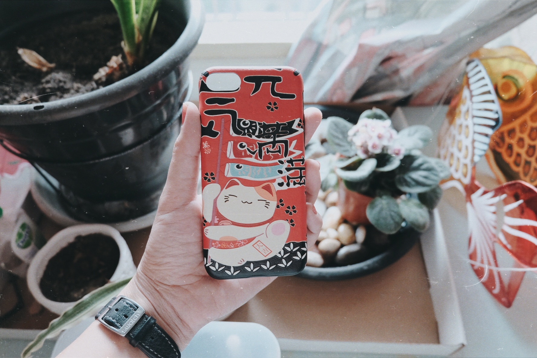 a phone casing i'm using these days, it has such a bright red color. love it! please ignore my striving plants, keeping them alive is such a challenge..