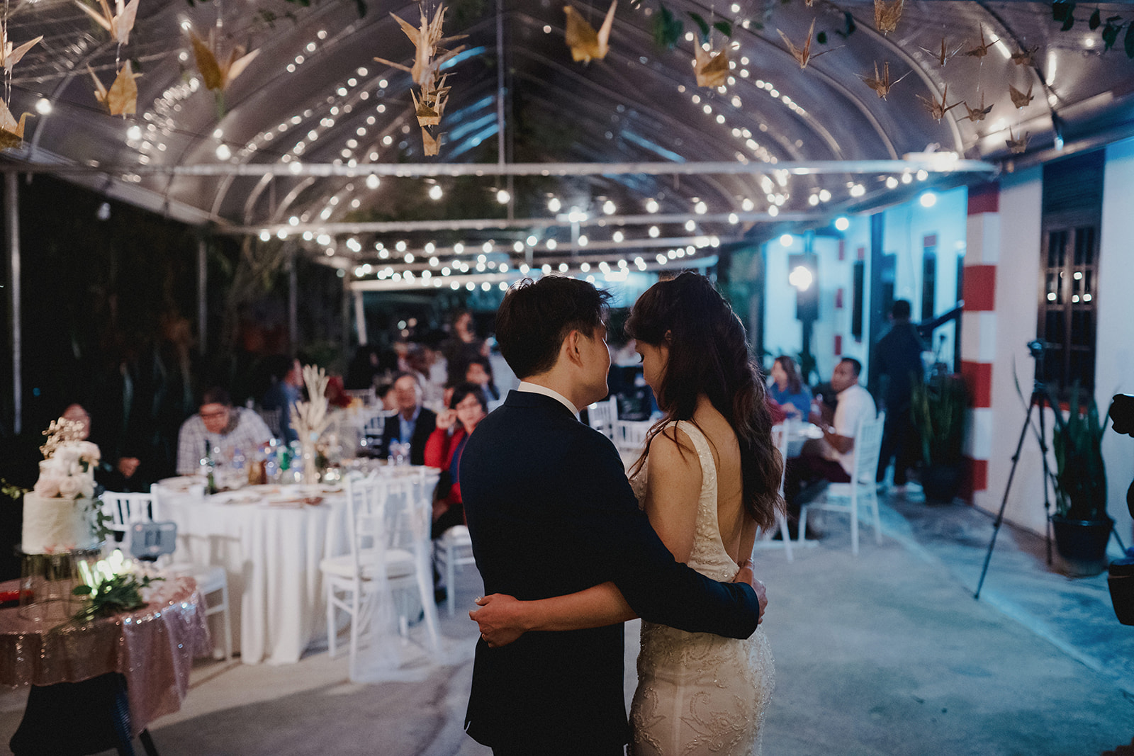for our first dance, we awkwardly danced to norah jones - come away with me ~ it's one of my very favorite song hehe :)