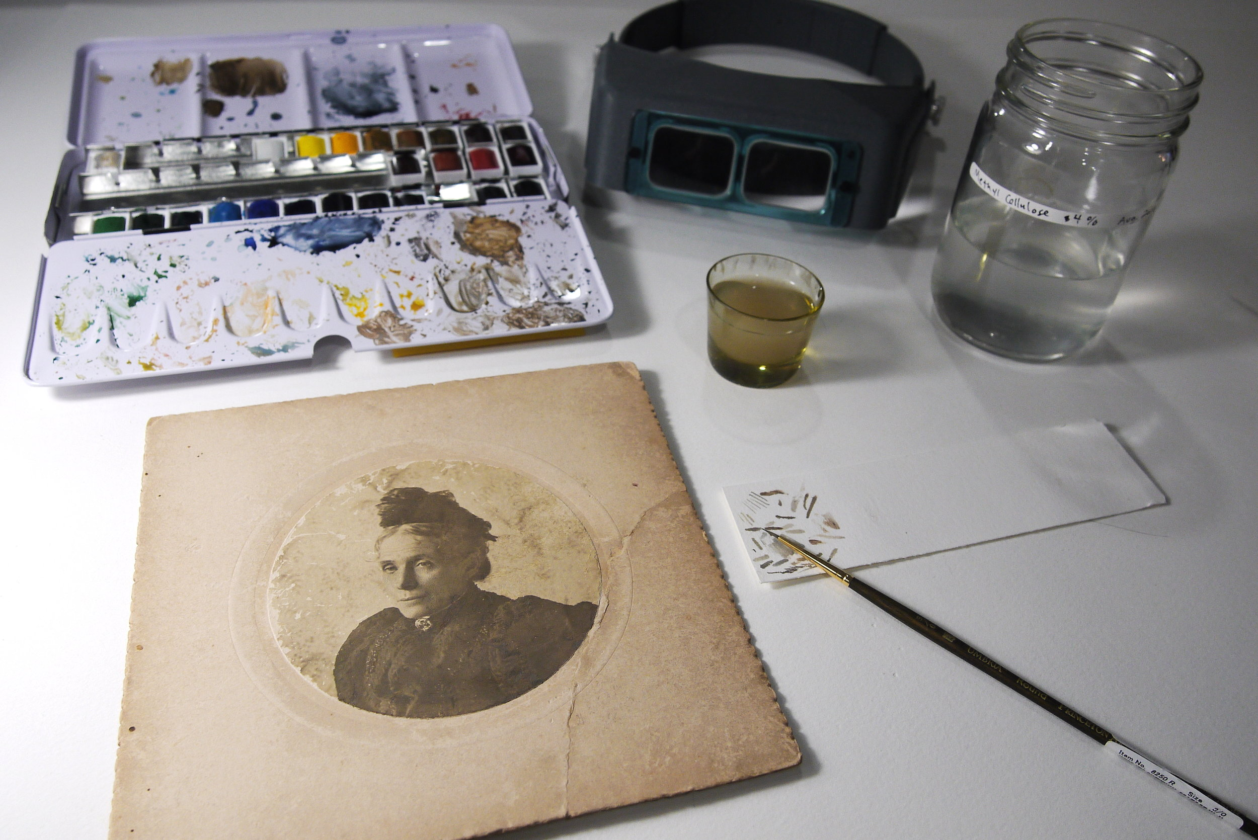 Inpainting set-up for conservation treatment of the photograph.