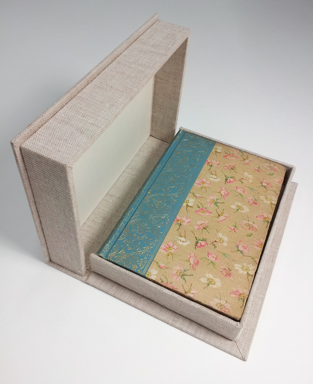 Conservation clamshell box