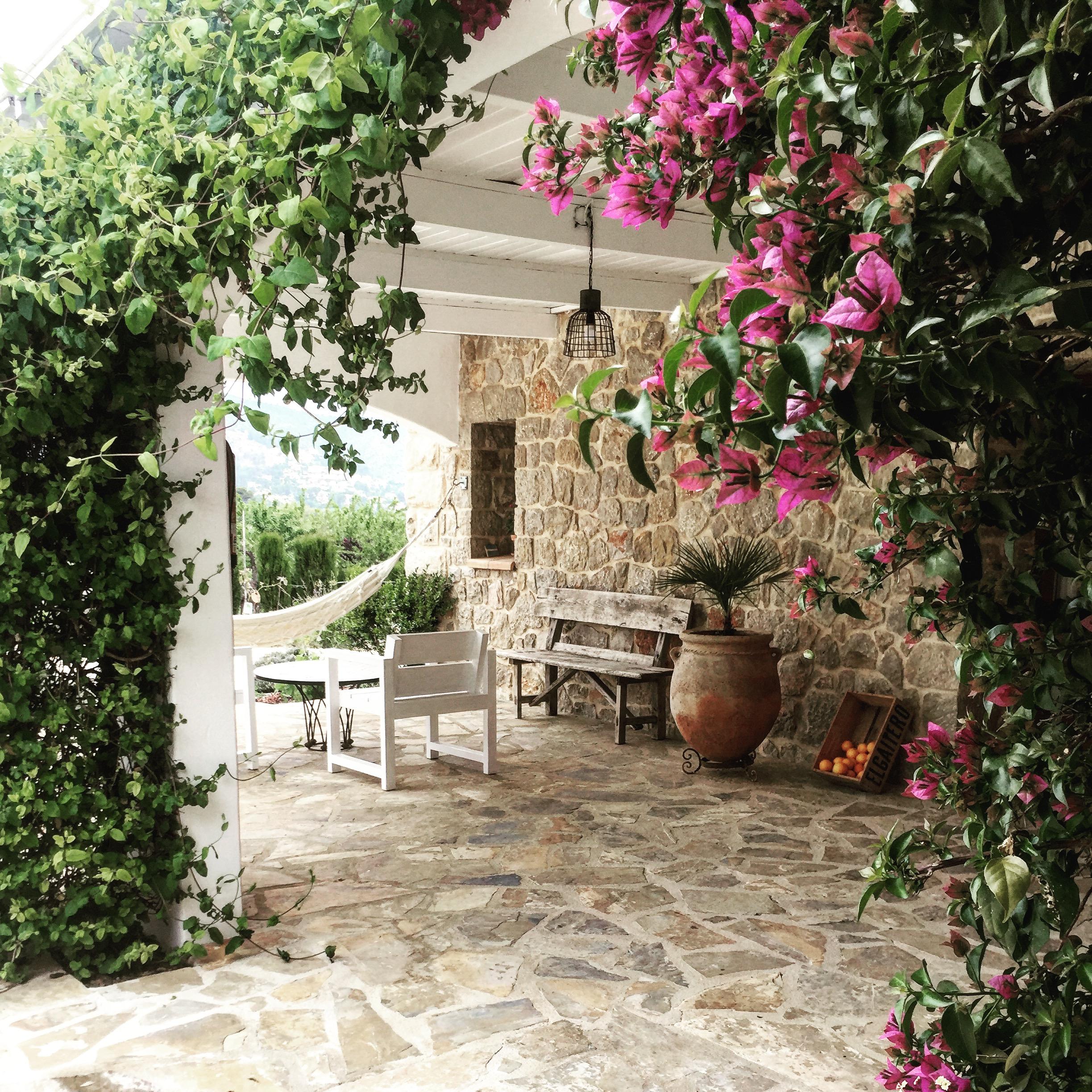 Courtyard Detail at Cuatre Finques  http://www.cuatrefinques.com